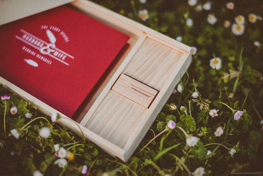 fotolibro di matrimonio con box in legno e chiavetta
